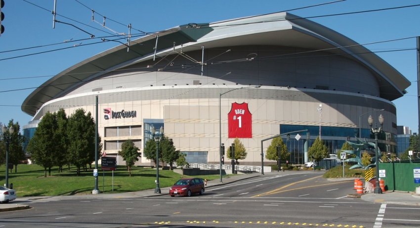 Moda Center Hotels Near