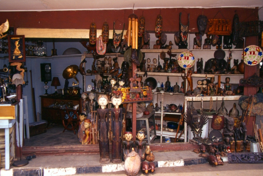 Jalan Surabaya Antique Market