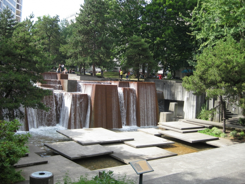 Ira keller forecourt fountain portland tourist for Garden fountains portland oregon