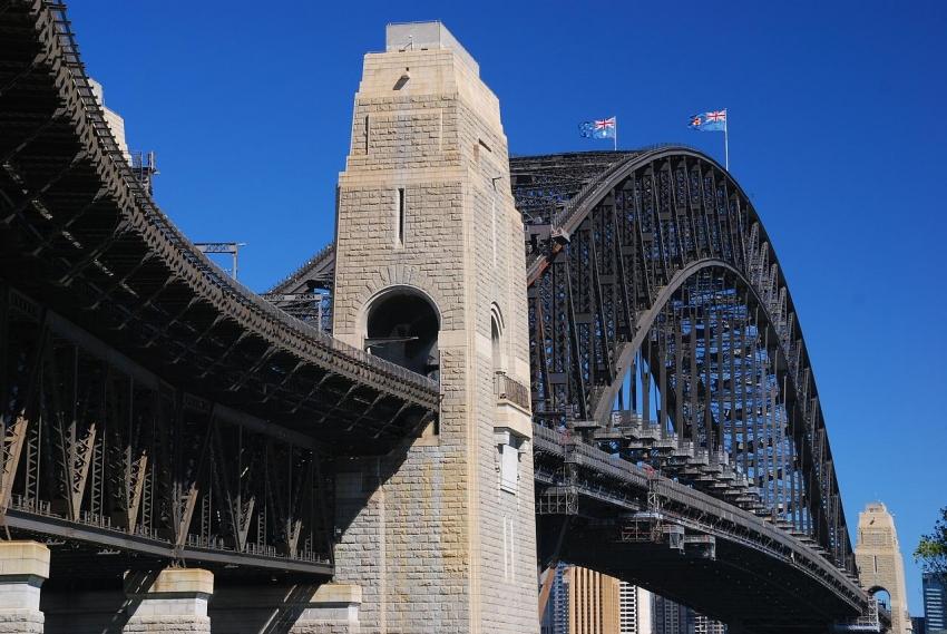 how to get to pylon sydney harboir bridge