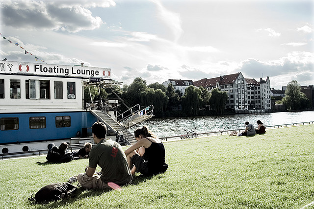 floating lounge berlin cityseeker. Black Bedroom Furniture Sets. Home Design Ideas