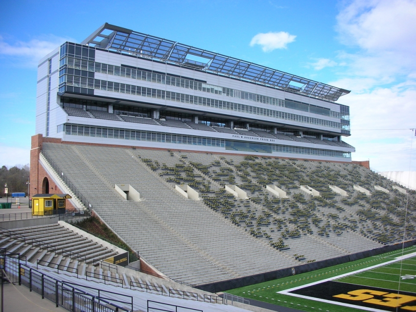 Hotels Near Kinnick Stadium Iowa City Ia