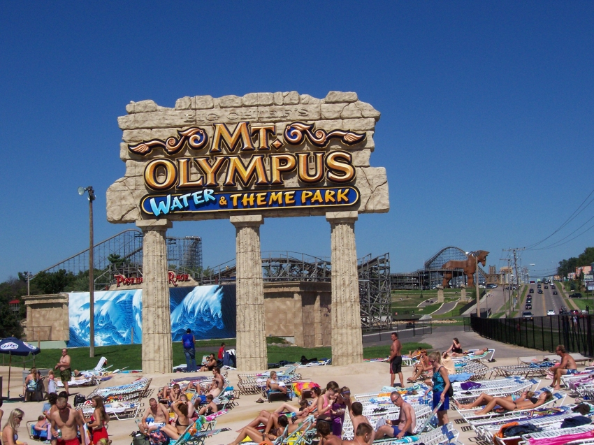 Wisconsin Dells Attractions - Family vacation guide to fun and relaxation in the Dells area water parks, resorts, hotels, campgrounds, restaurants, coupons, and much more.