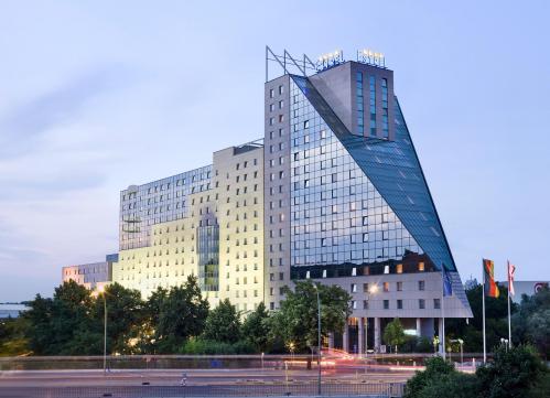 estrel hotel convention center berlin cityseeker. Black Bedroom Furniture Sets. Home Design Ideas